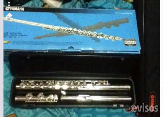 Se vende flauta yamaha