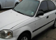Honda Civic sedan del  2000, blanco en remate