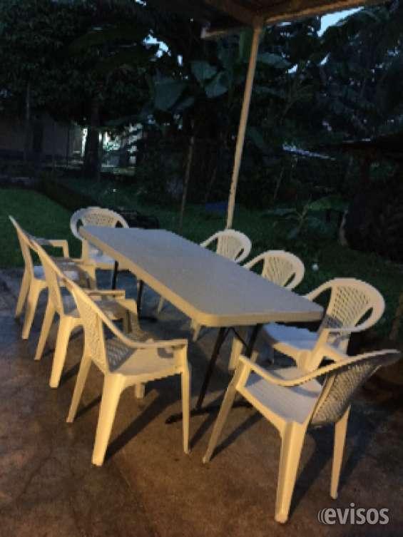 Sillas y mesas para tu fiesta