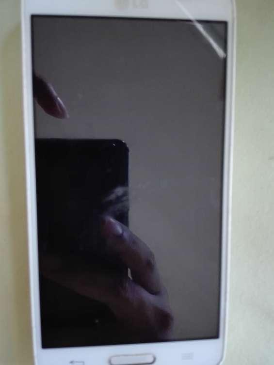 Vendo celular lg con cargador a 100 dolares negociable