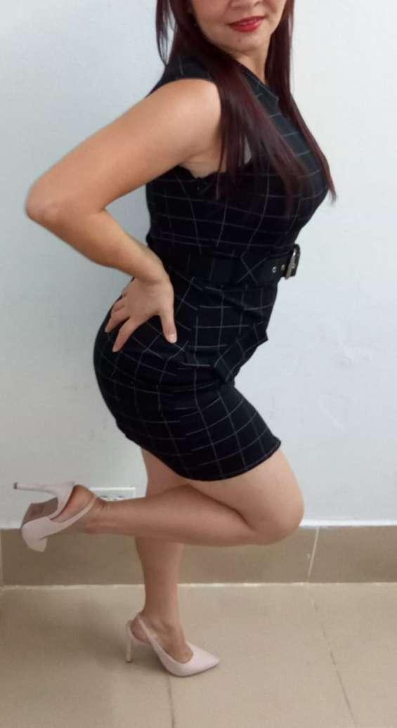 Mujer colombiana bella masajista erótica