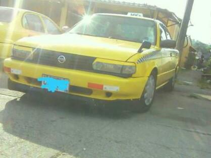 Se alquila taxi nissan