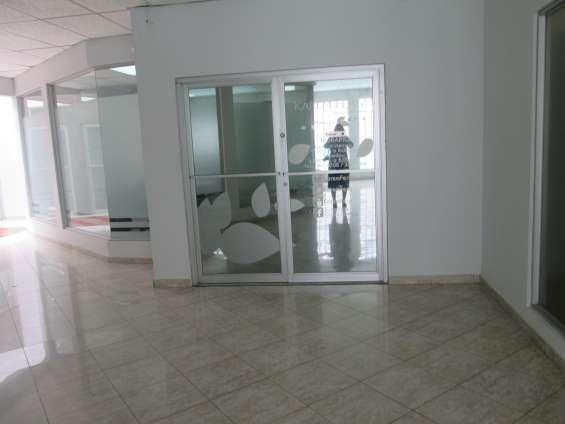 Oficina comercial calle 50 con 3 divisiones 95m2 $ 1,000.00