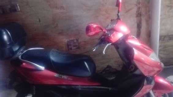 Se vende moto marca kymco win250 2012