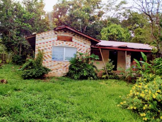 Lote titulado, 925 m/2 con casa.- land titulated, 925 sqm - with house